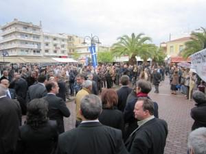 Yπό βροχή η συγκέντρωση διαμαρτυρίας στο Μεσολόγγι