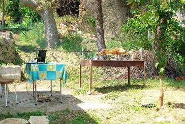 Ψήνει το αρνί στο Ξηρόμερο, με τη βοήθεια… του Laptop!!!