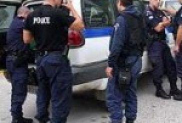 Παίρνουν αστυνομικούς, φέρνουν μετανάστες στις Αστυνομικές Διευθύνσεις