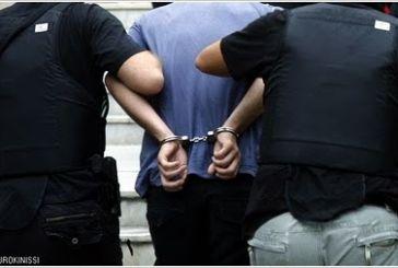Αγρίνιο: χειροπέδες σε δύο άνδρες για δυσφήμιση και απειλή σε βάρος 39χρονης