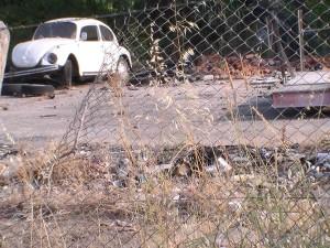 Άστεγοι, επαίτες αλλά και μπάζα που καίγονται