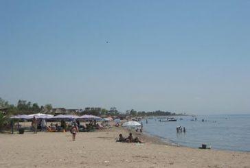 Η παραλία του Λούρου, η νομιμότητα και τα καταστήματα