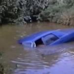 Επιτυχής απεγκλωβισμός δύο ατόμων από όχημα σε αύλακα στα Καλύβια