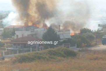 Φωτιά πριν από λίγο στο Αγρίνιο σε κατοικημένη περιοχή (φωτογραφίες)