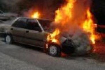 Πυρκαγιά στην οδό Κλείσοβας, κάηκαν οχήματα