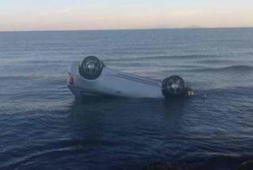 Έπεσε με το αυτοκίνητο στη θάλασσα της Αμφιλοχίας και βγήκε μόνη της σώα!