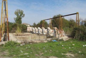Εικόνες ντροπής δίπλα στη Τριχωνίδα