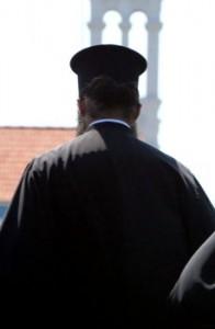Κατηγορούν ιερέα του νομού για απρεπή συμπεριφορά