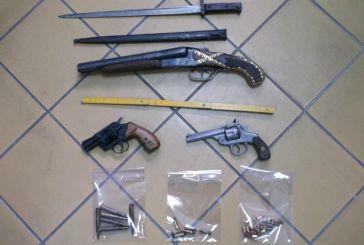 Συνελήφθη Αιτωλικιώτης με όπλα και πολεμικά κειμήλια (φωτό)