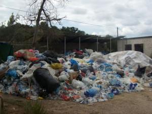 350 τόνοι σκουπίδια μαζεύτηκαν σε ένα δρόμο κάτω από το Στάδιο!
