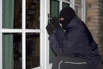 Απόπειρα εισβολής με τους ενοίκους μέσα στη Τριχωνίδα
