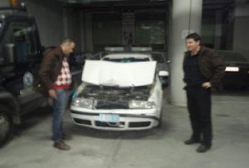 Λουτρό: Κλεμμένο όχημα συγκρούστηκε σε μπλόκο με περιπολικό