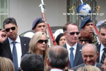 Ο Αμερικάνoς πρέσβης στο Μεσολόγγι, μετά της συζύγου (φωτό)