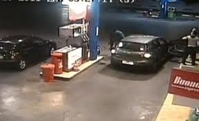 Διέρρηξαν βενζινάδικα στη Νεάπολη