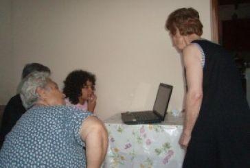 Μπαμπίνη: Γιαγιάδες εκπαιδεύονται στο internet!!