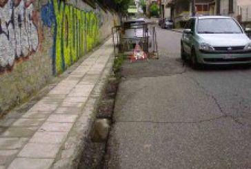 Απορίες για την τριετή περίφραξη τμήματος οδοστρώματος επί της Καζαντζάκη