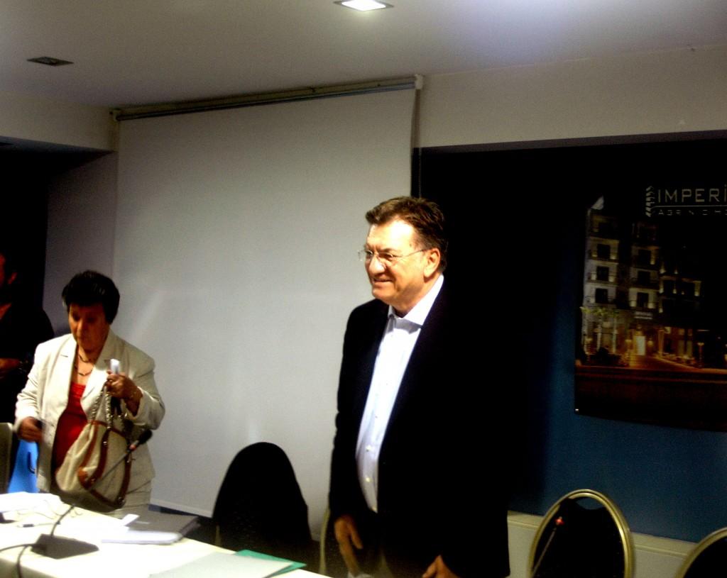 Σύσκεψη ΠΑΣΟΚ με Ευθυμίου ομιλητή(Video)
