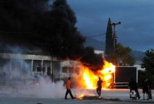 Συγκρούσεις αστυνομικών με Χρυσαυγίτες στην Πάτρα