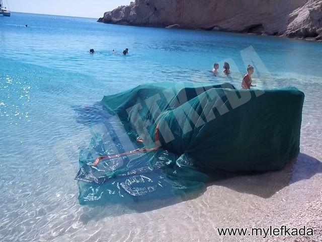 Aυτοκίνητο… προσγειώθηκε στην παραλία Πόρτο Κατσίκι