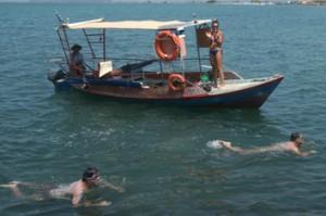 Κολυμπούσε μόνος του 12 χλμ. για την προστασία του Αμβρακικού