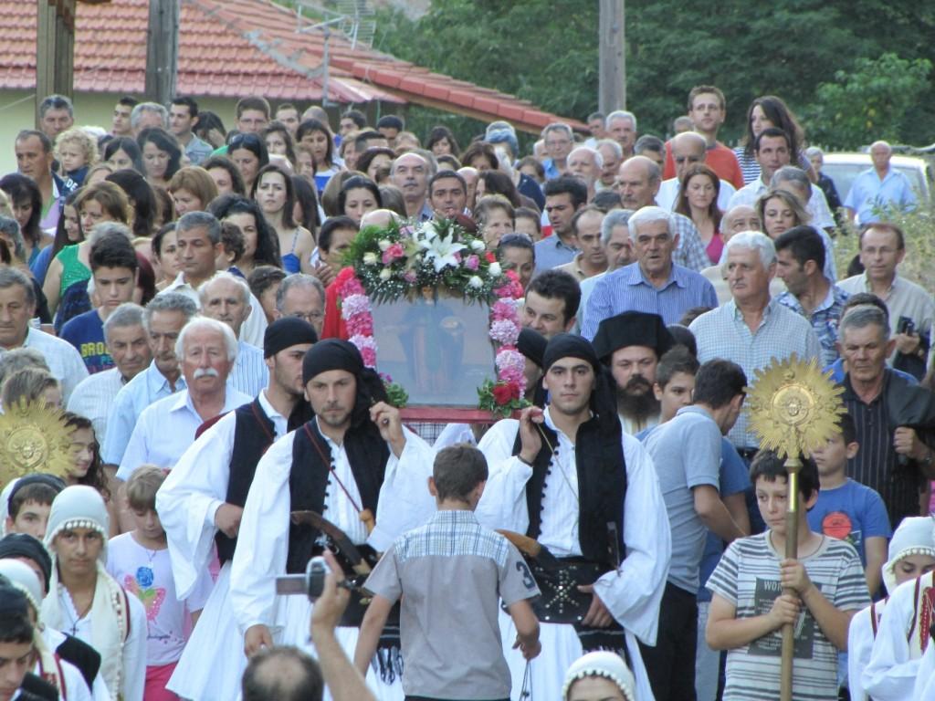 Πλήθος κόσμου στη λιτανεία στο Περδικάκι (φωτο)