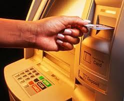 Έκανε ανάληψη χρημάτων με…κλεμμένη κάρτα