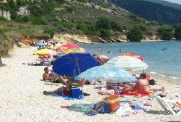 Όαση δροσιάς και φέτος η παραλία Αγριλιά στον Μύτικα