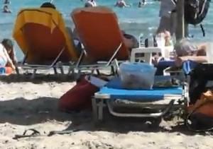 Μπάνιο σε παραλία:Τάπερ και λεωφορείο αντί μπαγκέτας και ΙΧ