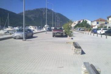 Ξεφούσκωσαν τα λάστιχα αυτοκινήτων στο λιμάνι του Μύτικα