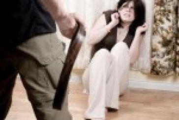 Στον Εισαγγελέα για ξυλοδαρμό της συζύγου του