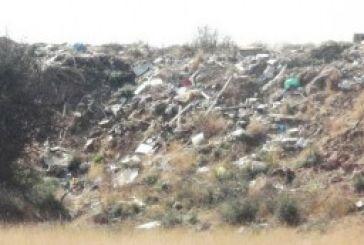 Μπαμπίνη: Σκουπίδια και μπάζα στο δρόμο
