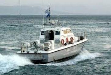 Περιπέτεια για τρεις μετά τη βύθιση του σκάφους τους