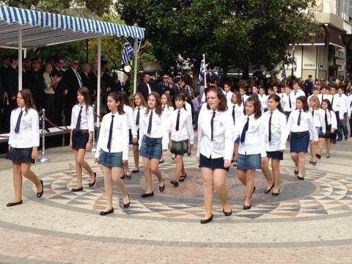 Σε εξέλιξη η παρέλαση στο Αγρίνιο
