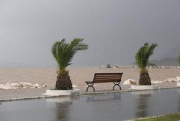 Ζημιές από τον δυνατό αέρα στην παραλιακή ζώνη του Αστακού