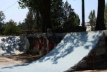 """Νεαροί καθάρισαν το """"skate"""" spot στο πάρκο"""