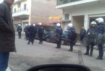 Πορεία αντιεξουσιαστών στο κέντρο και Χρυσαυγιτών στον Άγιο Κωνσταντίνο (video-φωτό)