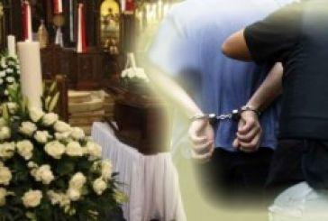 Ξηρόμερο: Με χειροπέδες πρώην διαιτητής στην κηδεία της μάνας του!