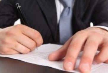 Ελεγκτικό: Μπλόκο στις υπογραφές δημάρχων για απευθείας προμήθειες
