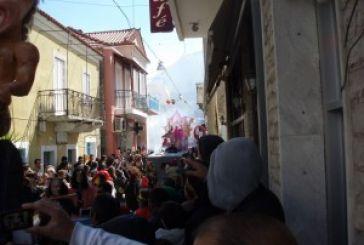 Πλήθος κόσμου στον Μύτικα για το καρναβάλι (φωτό)