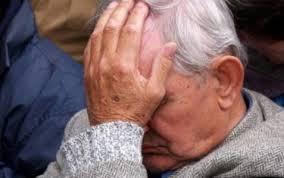 Θύμα κλοπής παππούς στο Θέρμο