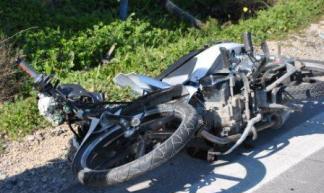 18χρονος έπεσε με μηχανάκι έξω από το 3ο Λύκειο