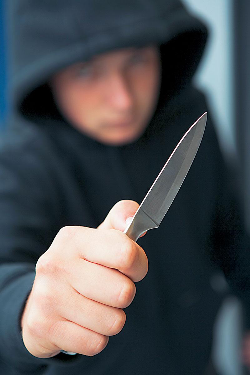 Ληστείες με την απειλή μαχαιριού σε Παπαδάτες και Περιθώρι