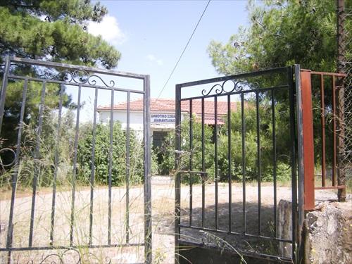 Εικόνες παρακμής σε εγκαταλειμμένα σχολεία