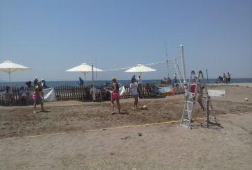 Πολύς κόσμος και beach volley στην Τουρλίδα (φωτό)