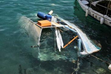 """Η ανέλκυση της """"Μαρίας"""" από το Λιμάνι της Ναυπάκτου (φωτό)"""