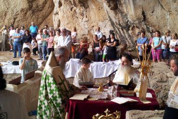 Θεία Λειτουργία στον Άγιο Νικόλαο στη Βαράσοβα (φωτό)