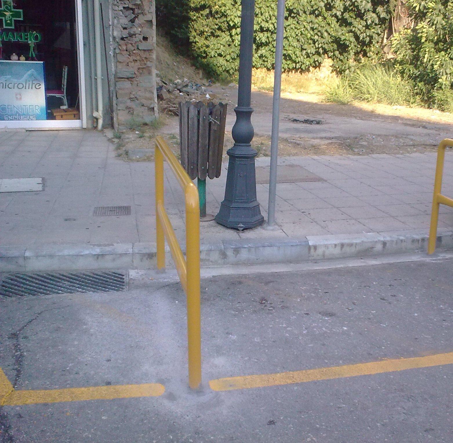 Πάρκινγκ δικύκλων στη συμβολή των οδών Κύπρου & Σκαλτσοδήμου
