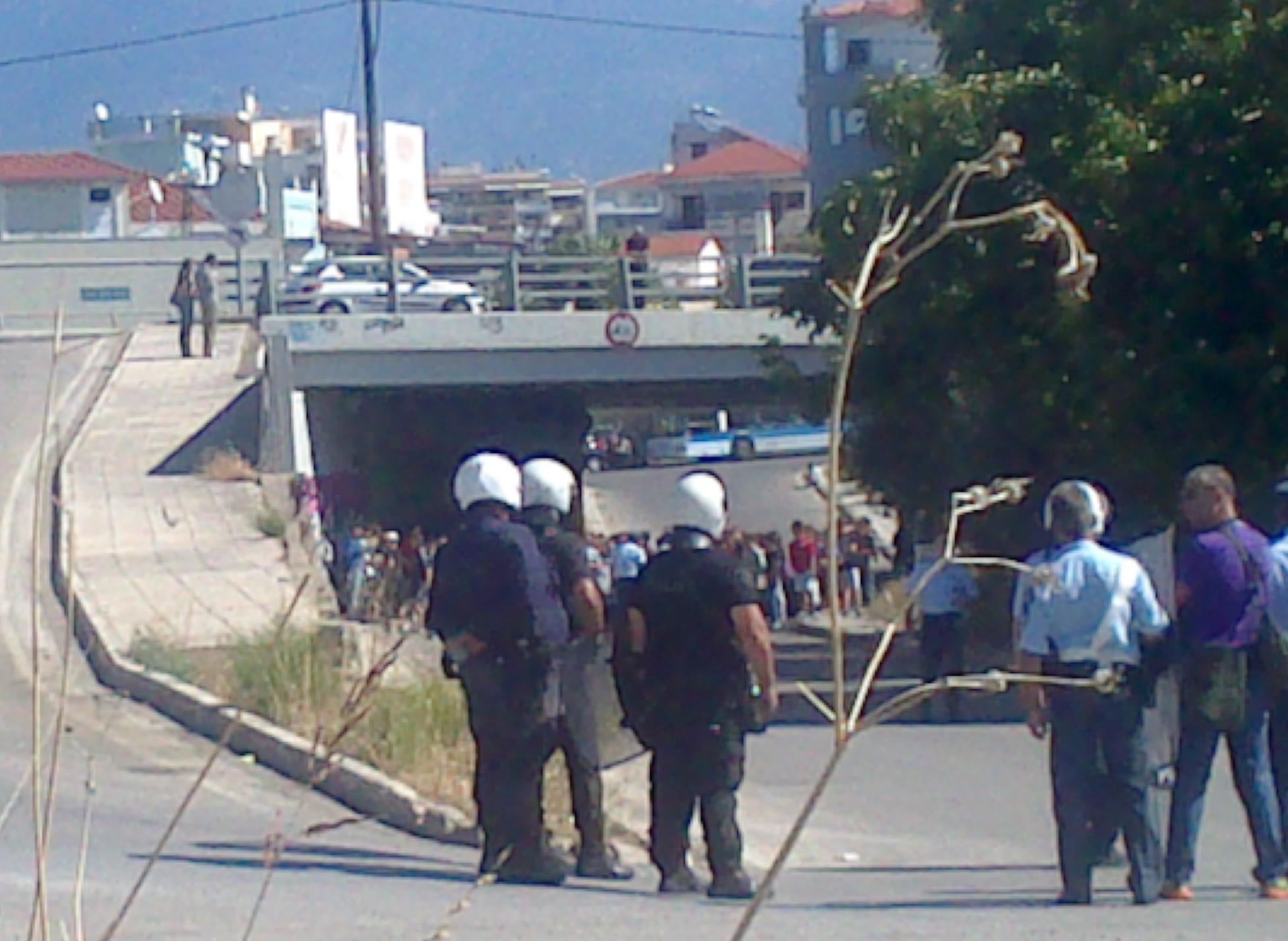 Απέναντι από την Αστυνομία  η μαθητική-αντιφασιστική πορεία