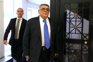 Συνελήφθησαν Μιχαλολιάκος, Κασιδιάρης – Εντάλματα και γι' άλλους βουλευτές