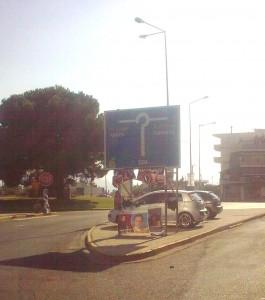 """Αφίσες πανηγυριών  """"κοσμούν"""" τον κόμβο  εισόδου της πόλης μας"""